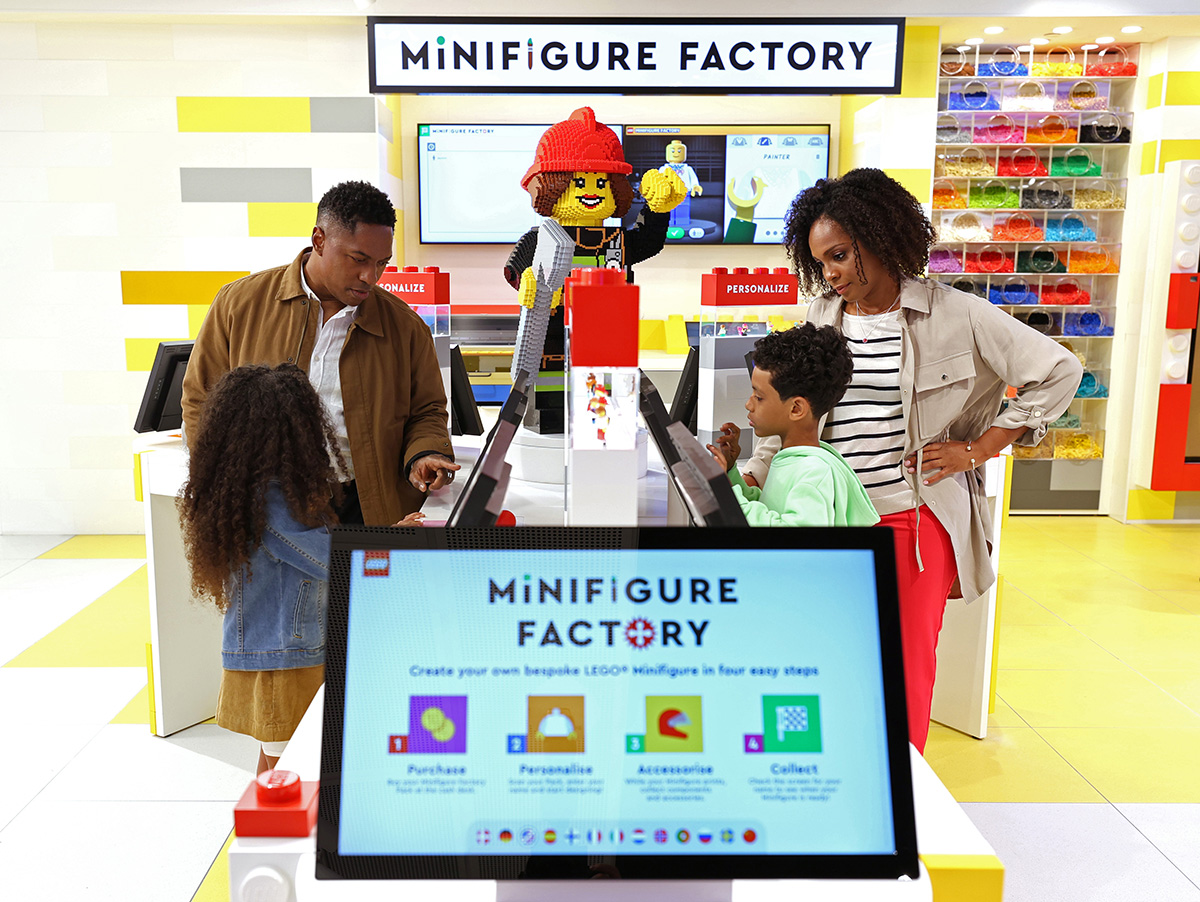 The Personalization Studio lets shoppers use the Mosaic Maker and Minifigure Factory to create mementos.